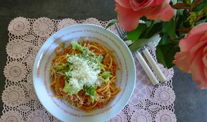 Spaghettis avec sauce aux poivrons et beurre de cacahuètes