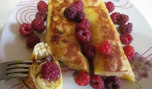 Crêpes farcies au fromage frais et raisins secs