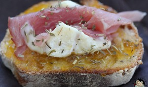 Crostini abricot jambon fromage