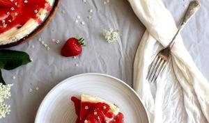Cheesecake aux fraises et fleurs de sureau