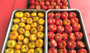 Conserves de tomates farcies