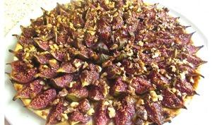 Tarte fine aux figues, miel et noix