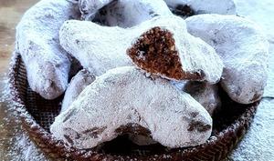 Biscuits en forme de croissant au chocolat et aux cacahuètes