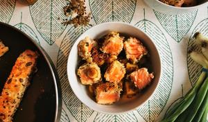 Saumon mi-cuit croustillant et riz rouge à la mangue
