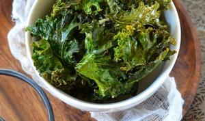 Chips de chou kale au four
