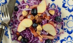 Salade de chou rouge, pomme et lardons