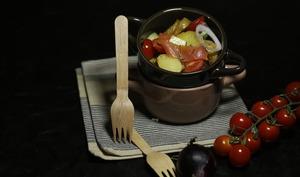 Salade de pommes de terre rôties saumon fumé tomates et concombre