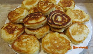 Blinis ou pancakes au yaourt et à la feta