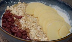 Smoothie bowl pommes et flocons d'avoine