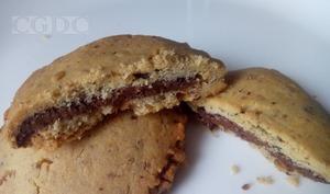 Biscuits sablés aux amandes fourrés au chocolat noisette