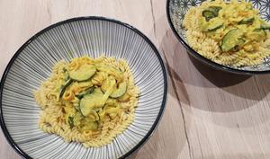 Pâtes au curry de surimi et courgettes