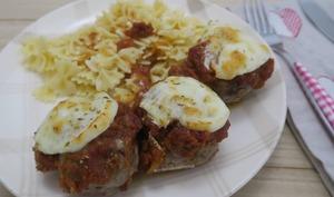 Gratin de boulettes de viande au four, àla mozzarella