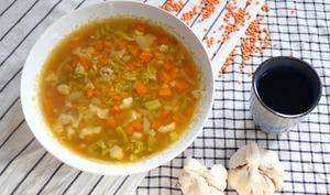 Soupe d'automne aux deux choux, carottes et lentilles corail