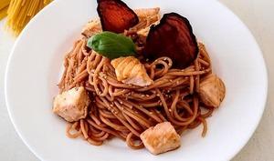 Spaghettis à la betterave et au saumon
