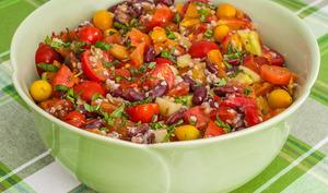 Salade de haricots rouges, sarrasin, tomates et concombre