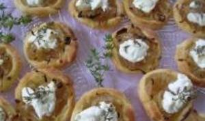 Mini Tartelettes au Confit d'Oignons et Chèvre Frais