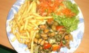 Moules à la Tomate, Frites et Salade Fraîcheur