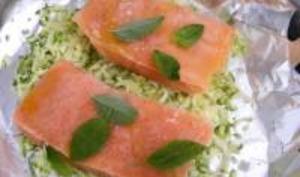 Pavés de Saumon sur Lit de Courgettes en Papillotte