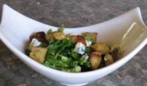 Salade au Roquefort aux Croûtons Aillés