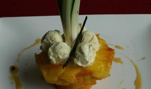 Gâteau de fruit à pain vanillé, Ananas rôti caramélisé sauce Passion