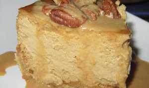 Cheesecake au caramel, noix de pecan et coulis moka