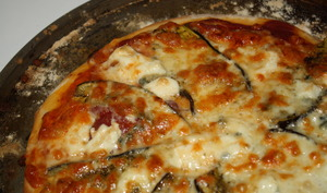 Pizza aubergine - bresaola - gorgonzola