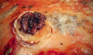 Pizza aux 3 fromages et aux cerneaux de noix