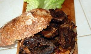 Street food: panini de coeur de chevreau confit sur lit d'oignons caramélisés