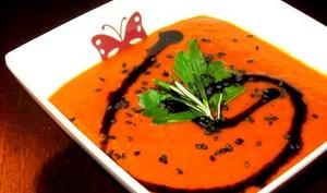Soupe froide courgettes-poivrons à la marocaine