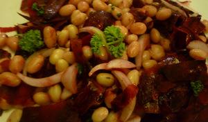 Salade de cocos de Paimpol, aux betteraves bio crues et oignons de Roscoff