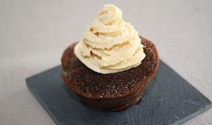 Cupcakes au chocolat & glaçage caramel