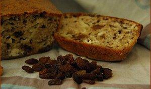 Cake chevre, noix et raisins secs