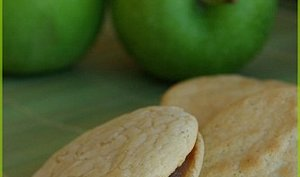 Biscuits fourrés à la pomme et au cassis