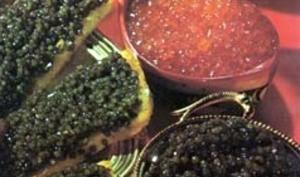 Roulade de saumon fumé aux oeufs de poisson et caviar
