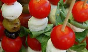 Brochettes Tomates Mozzarella Basilic Olives