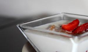 Fraises au yaourt de brebis et sa compotée de figues au gingembre