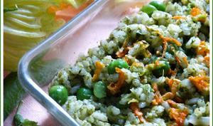 Risotto en verdure ... fanes de radis et de navets, petits pois et fleurs de courgettes.
