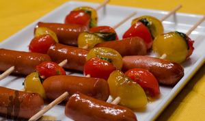 Brochettes de tomates et saucisses caramélisés