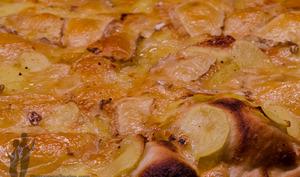 Pizza aux pommes de terre, brie et livarot