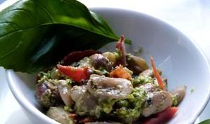 Salade d'haricots coco au pistou et chorizo croustillant