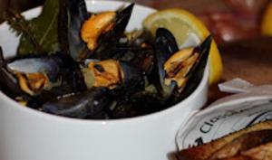 Moules marinières : curry, citron et estragon