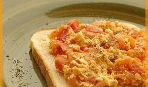 Strapatsada- Oeufs brouillés à la tomate, menthe et feta