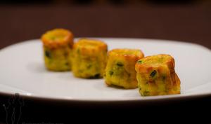 Cannelés salés à la courgette et au curry