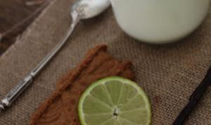 Yaourts au lait de chèvre, vanille, citron vert et miettes de Spéculoos