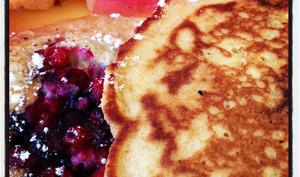 Les pancakes aux fruits rouges