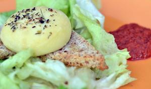 Crottin de Chavignol rôti, coulis d'oignons rouges et tomates