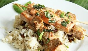 Brochettes de saumon au gingembre parfumé au basilic chinois