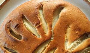 Gâteau moelleux au mascarpone, poires et farine de châtaigne