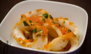 Encornets grillés à la tomate et coriandre