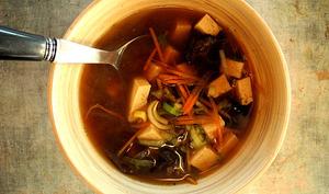 Soupe miso aux champignons noirs
